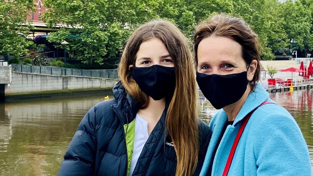 Nicolien en haar dochter tijdens hun eerste uitje in maanden.
