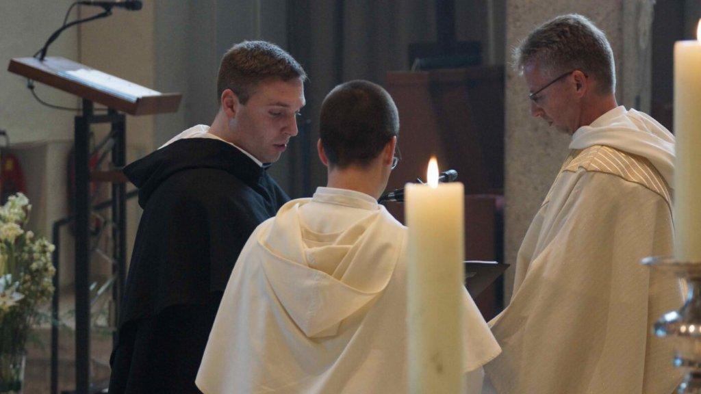 """""""Hier, in het klooster in Rotterdam, is het leven goed."""""""