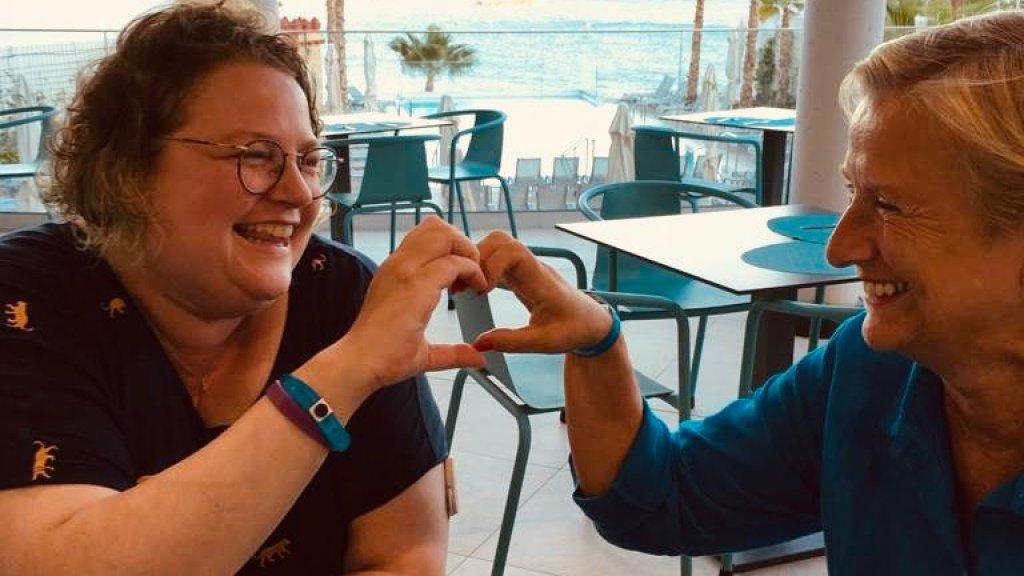 Yvette, samen met moeder Ingrid