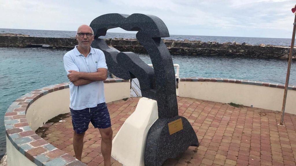 Arjen zwom met dolfijnen in Curaçao.