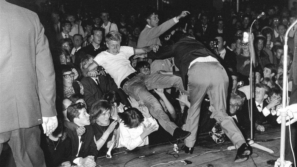 Chaos tijdens het Rolling Stones concert in het Kurhaus, in 1964.