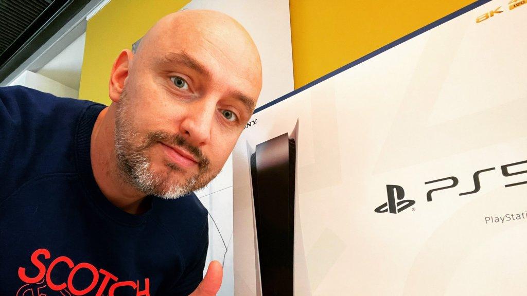 Jan Meijroos maakte deze selfie nadat zijn PS5 binnen was gekomen.