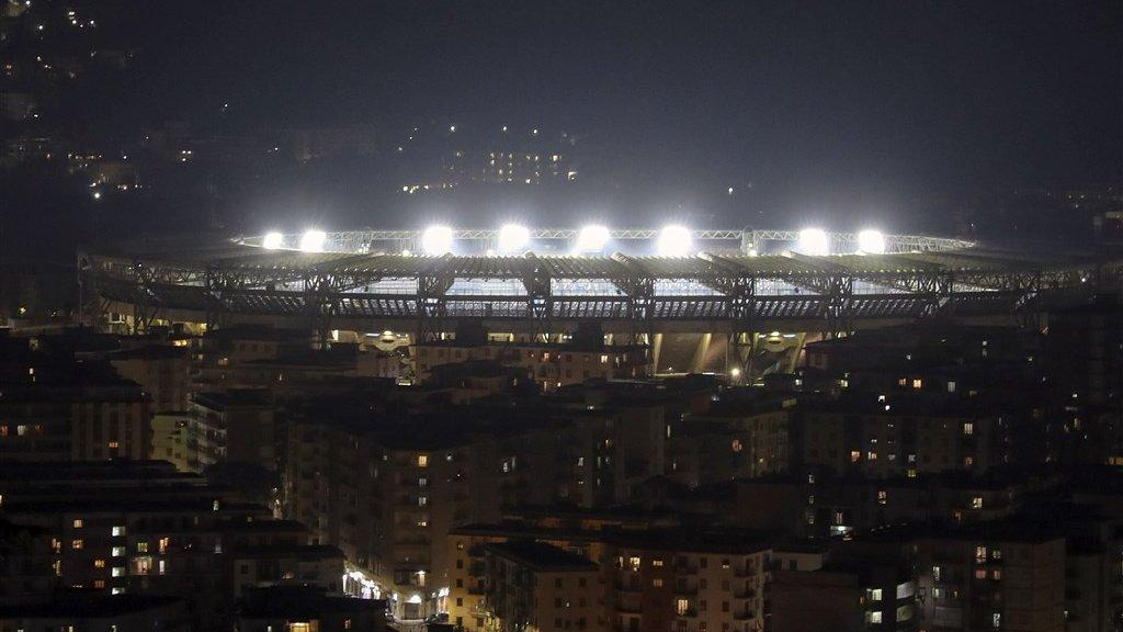 Het San Paolo-stadion werd gisteren fel verlicht.