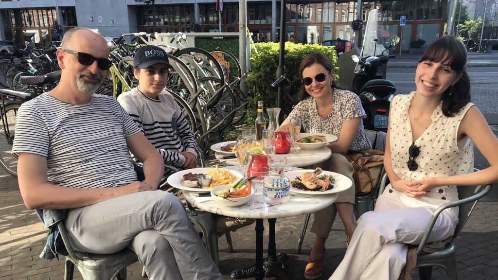 Adrijan met zijn vrouw, zoon en dochter.