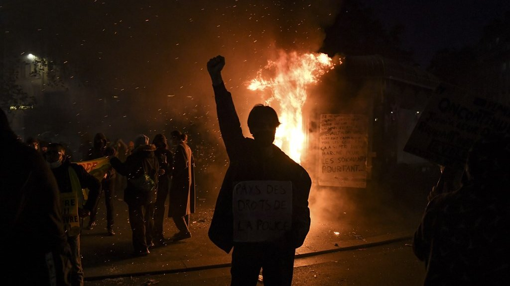 In tal van steden gingen tienduizenden Fransen zaterdag de straat op.