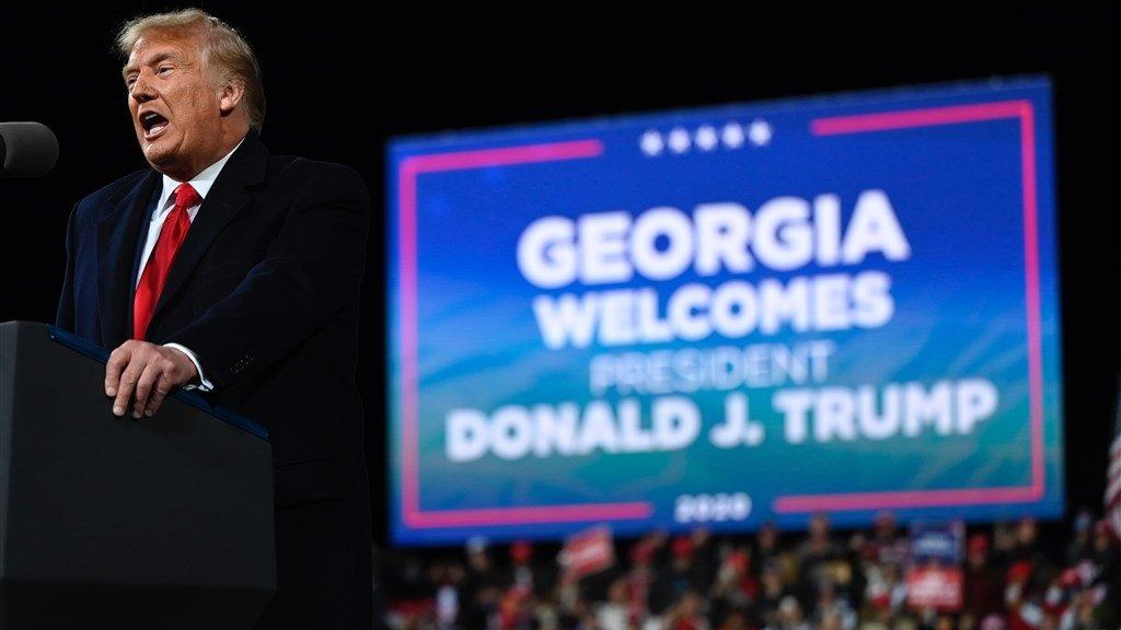 Trump tijdens zijn rally in Georgia.