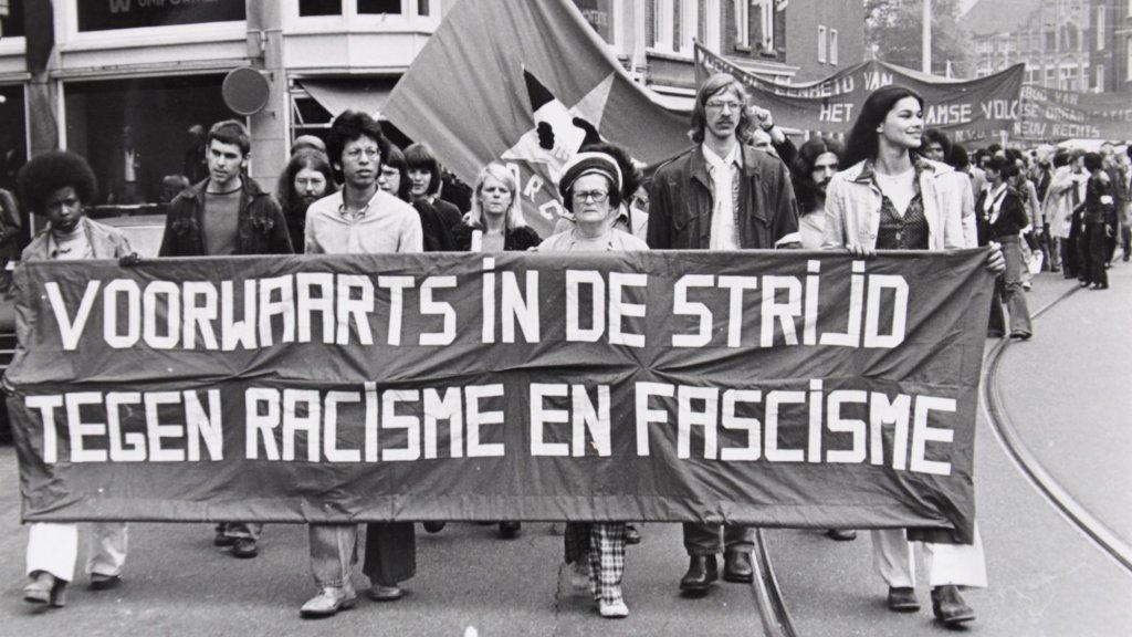 Een demonstratie tegen racisme in de jaren 70.