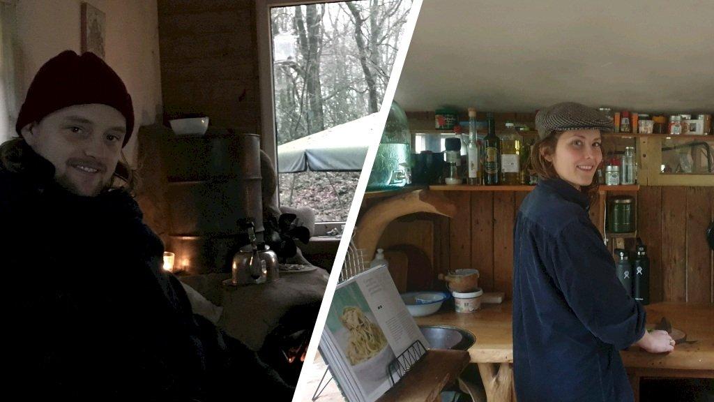 Yannick en Vivian in hun tijdelijke huisje in het bos