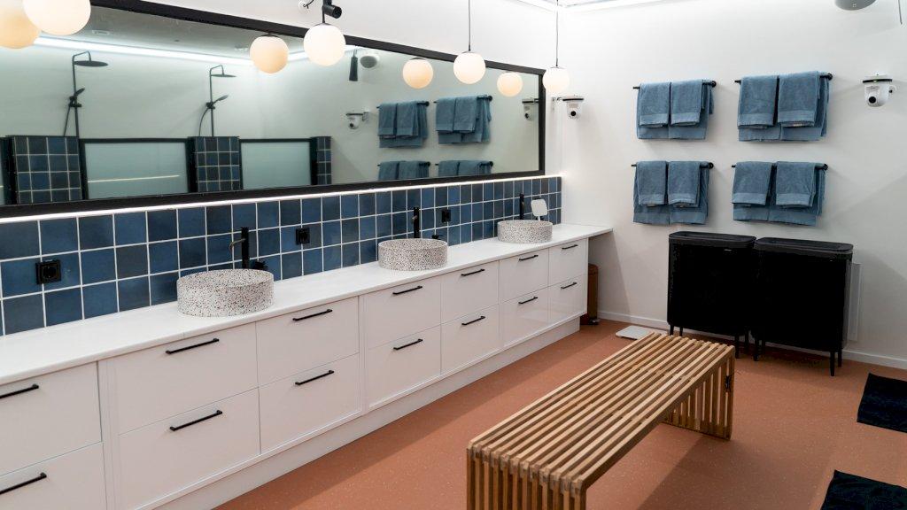 De luxe badkamer van het Big Brother-huis.