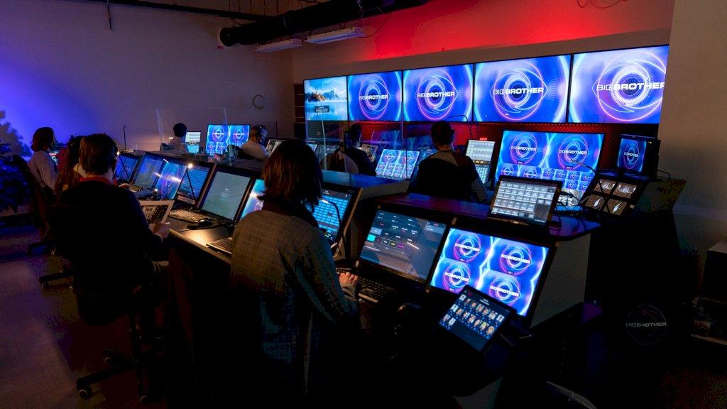 De camera's draaien 24 uur per dag en alles is live te volgen via Videoland.