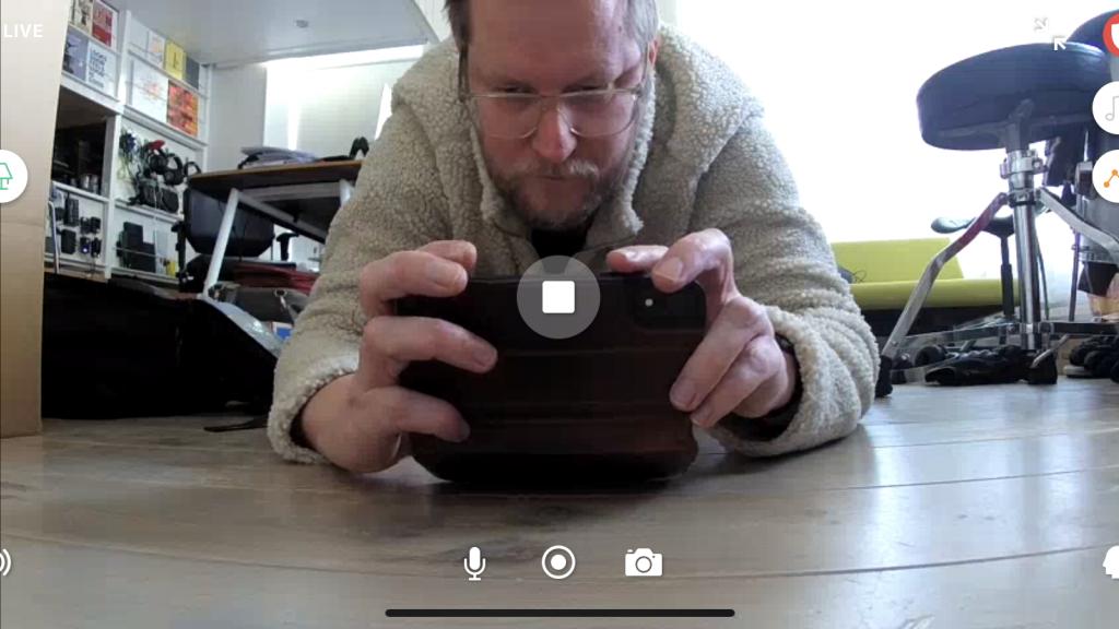 In de app: bediening voor verlichting, muziek, sensoren, foto maken