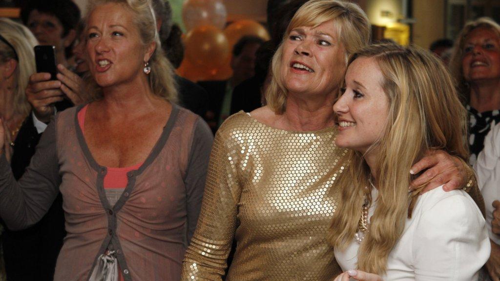 Miep Smitsloo (midden) en dochter Monique (rechts) zagen de film zo'n 33 keer