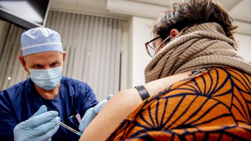 EU wil dat contract met vaccinmaker AstraZeneca openbaar wordt