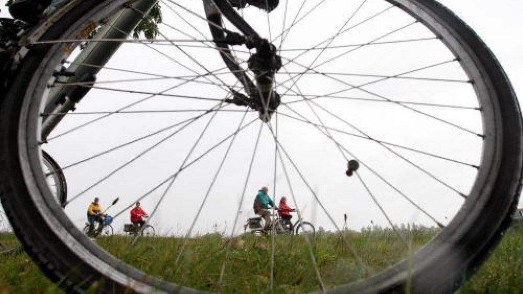 Gevaar op de weg: jongeren fietsen het vaakst zonder licht | RTL Nieuws
