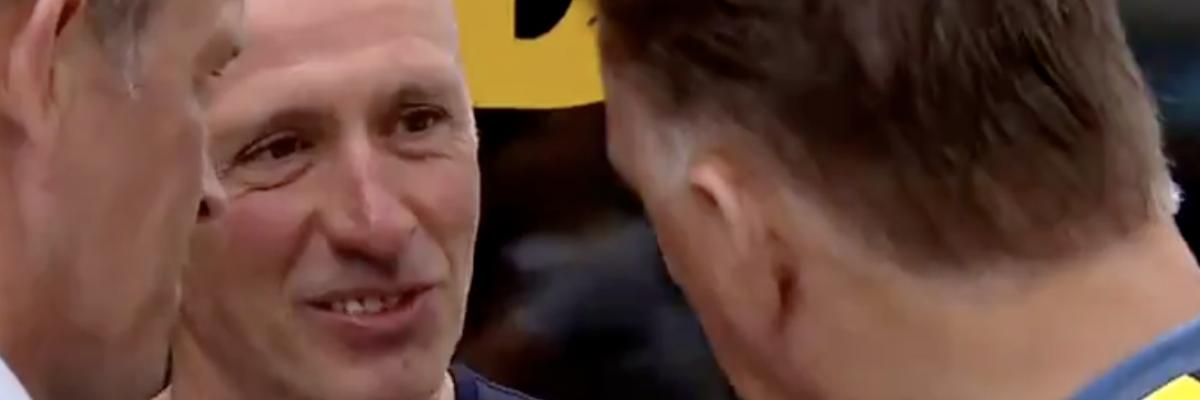 Van Gaal legt Team Jumbo uit hoe je wint in de Tour
