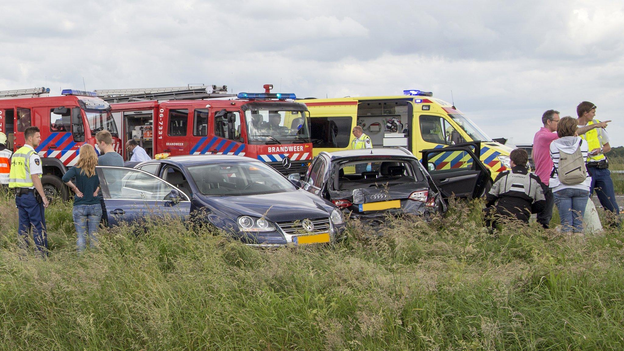 Dode bij ongeluk A28; ook veel gewonden.