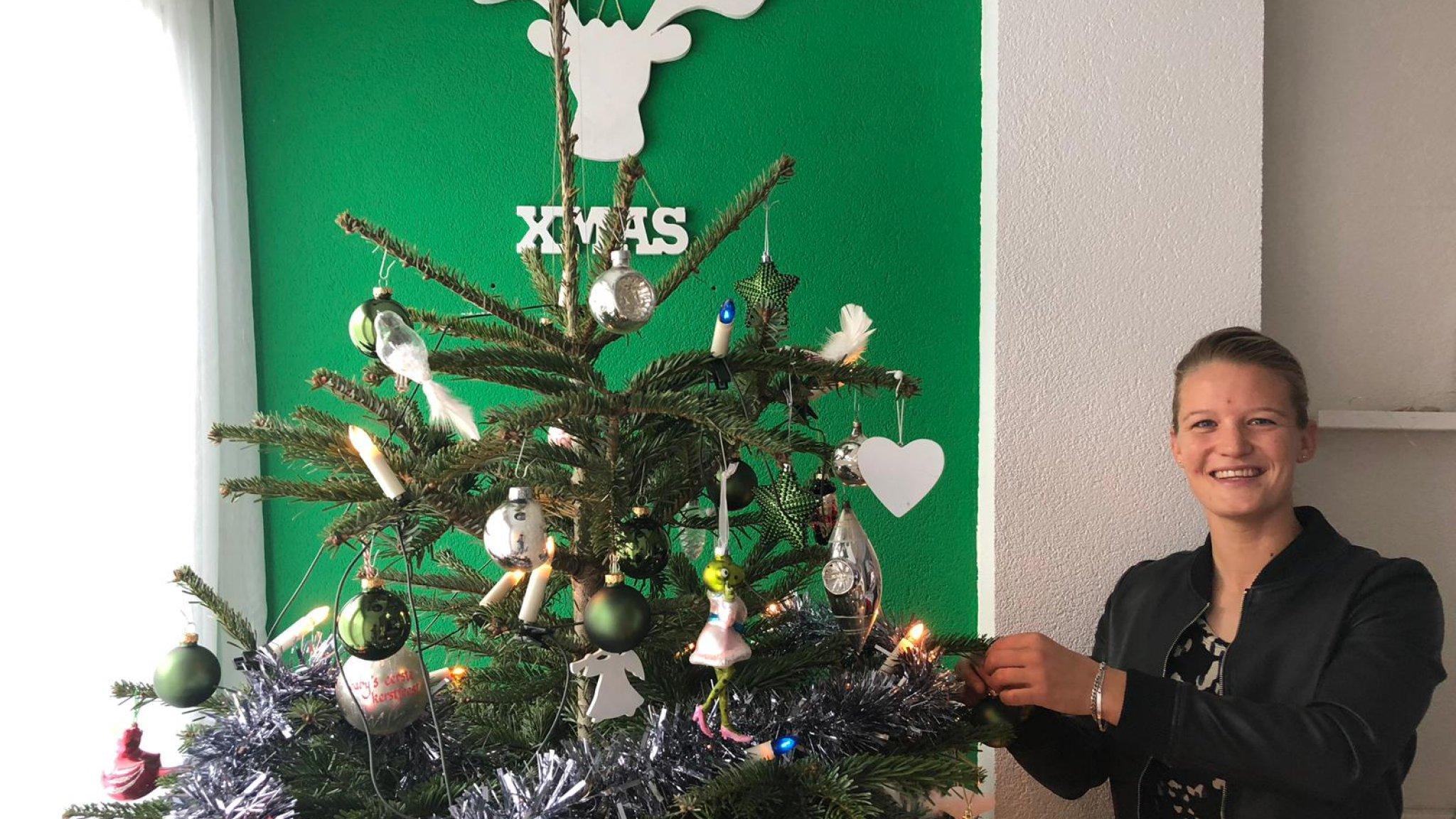 Oranje Leeuwin Mandy Viert Kerst Met Vijf Wildvreemden Huiselijk