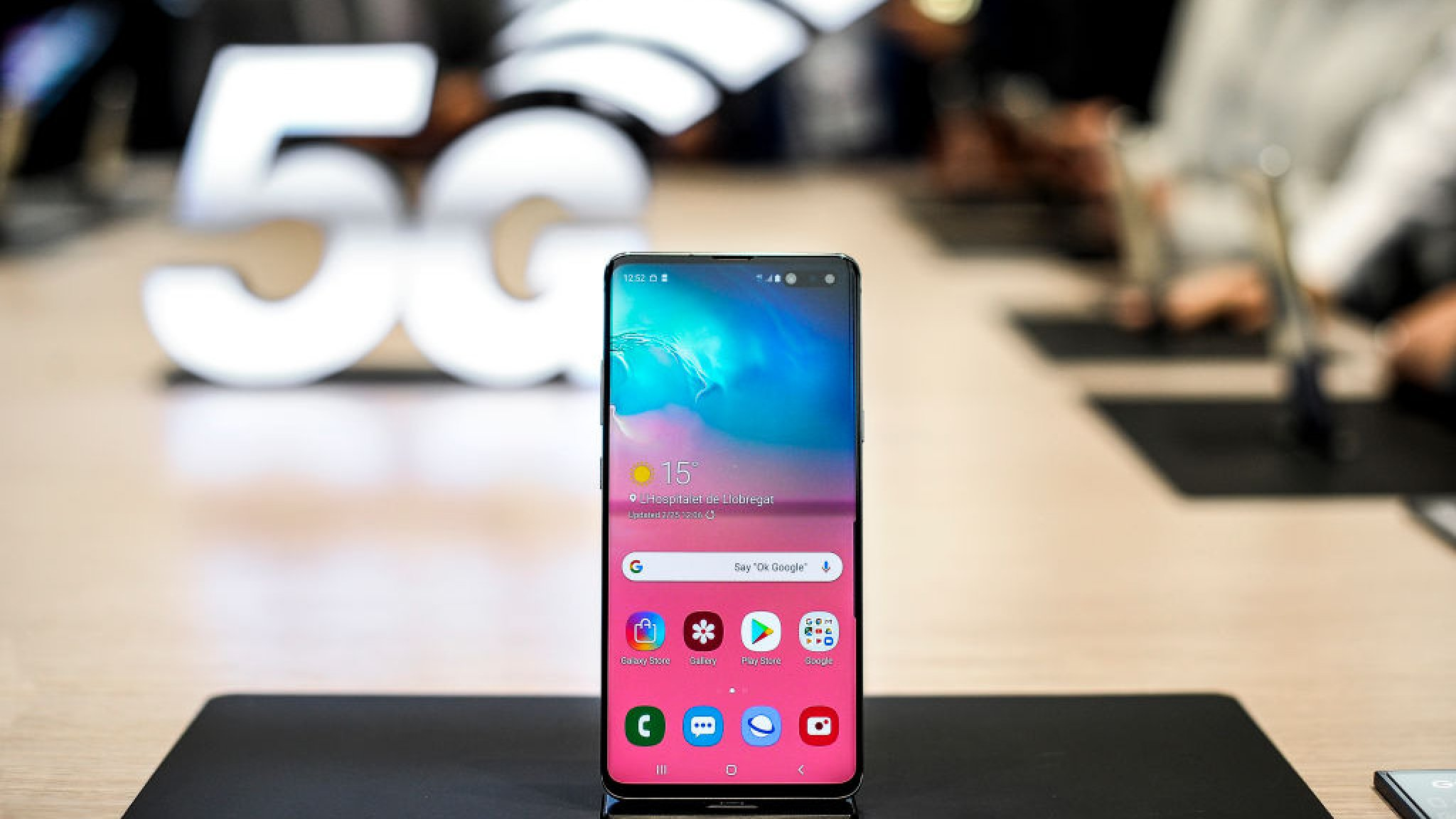 Eerste 5g Telefoon Samsung Vrijdag Te Koop Bright