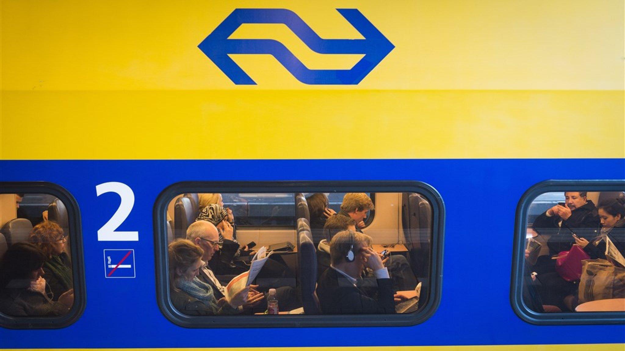 ns start met reclames in de trein maar je kaartje wordt