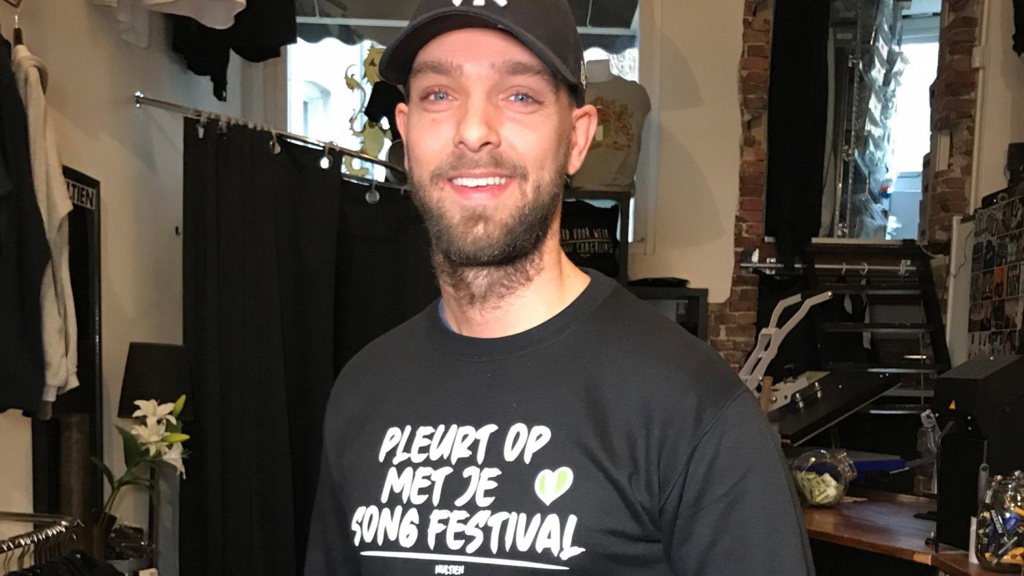 Guy verkoopt anti-songfestivalkleding: 'Pleurt op met je songfestival'