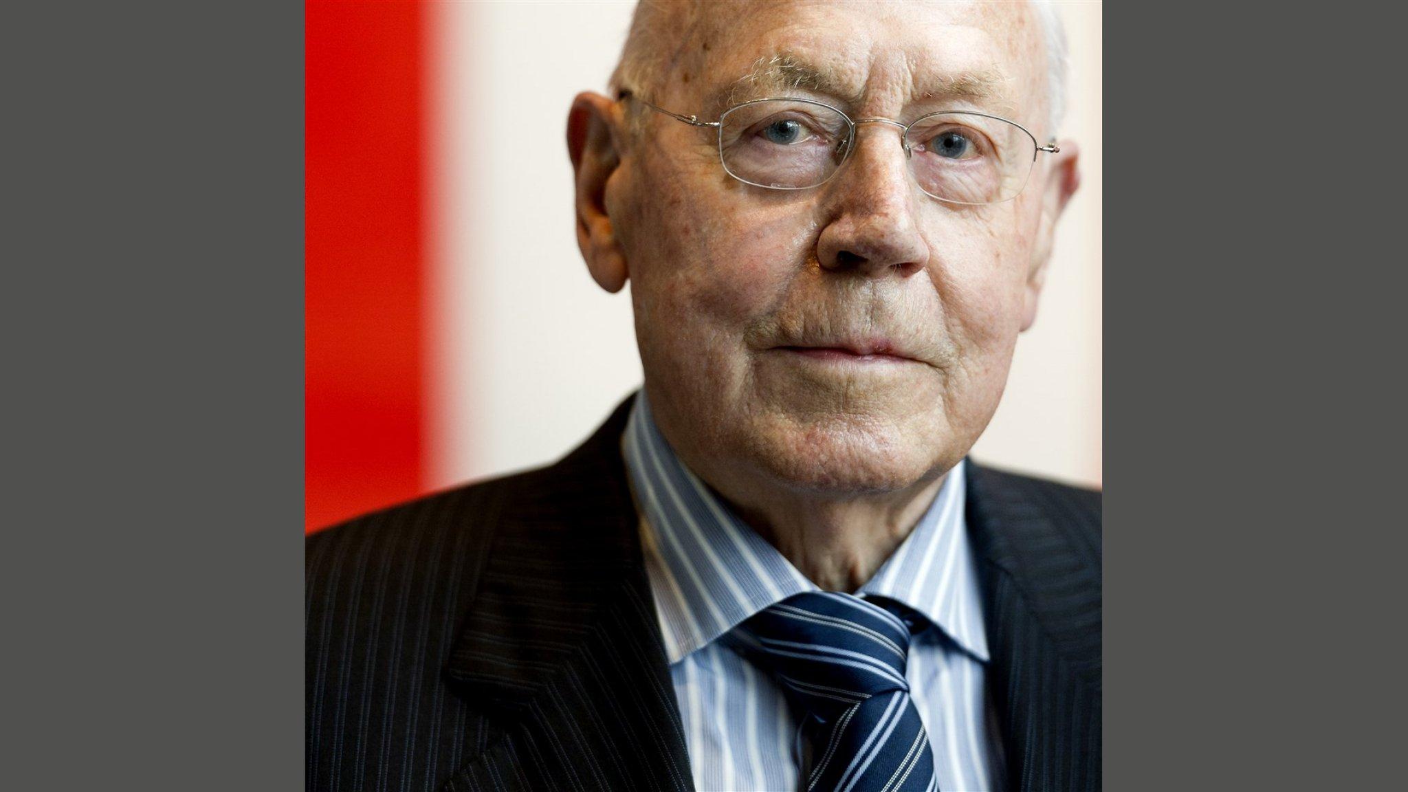 Supermarktoprichter Dirk van den Broek (96) overleden | RTL