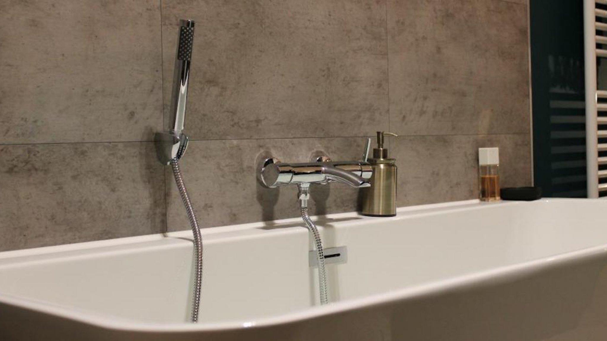 Alles Wat Je Moet Weten Over Kunststof Tegels In De Badkamer Rtl Nieuws