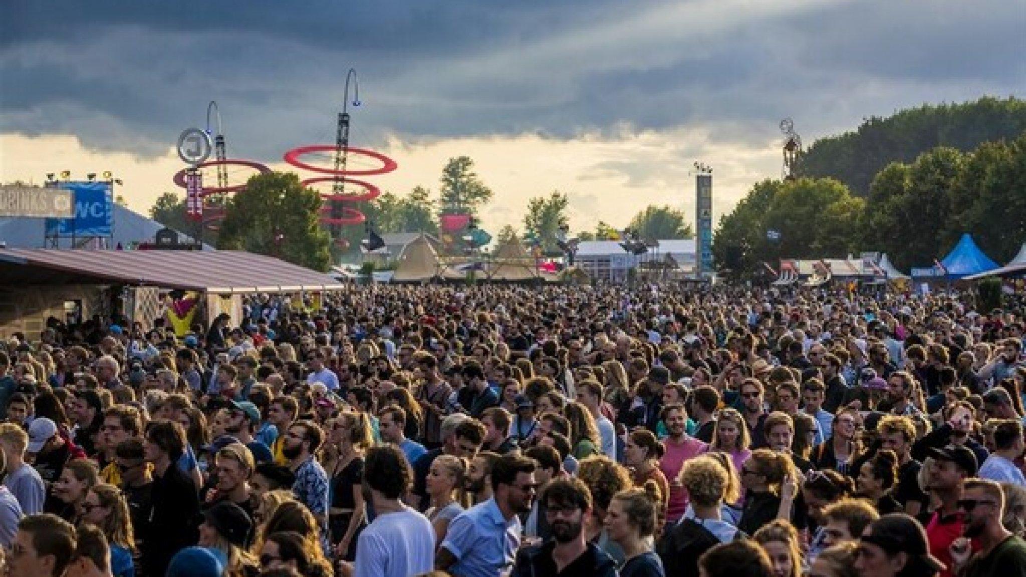 """Klap voor evenementenbranche, tot 1 september geen meerdaagse festivals  """"De besmettingen dalen, maar het blijft spannend, zegt Rutte""""."""