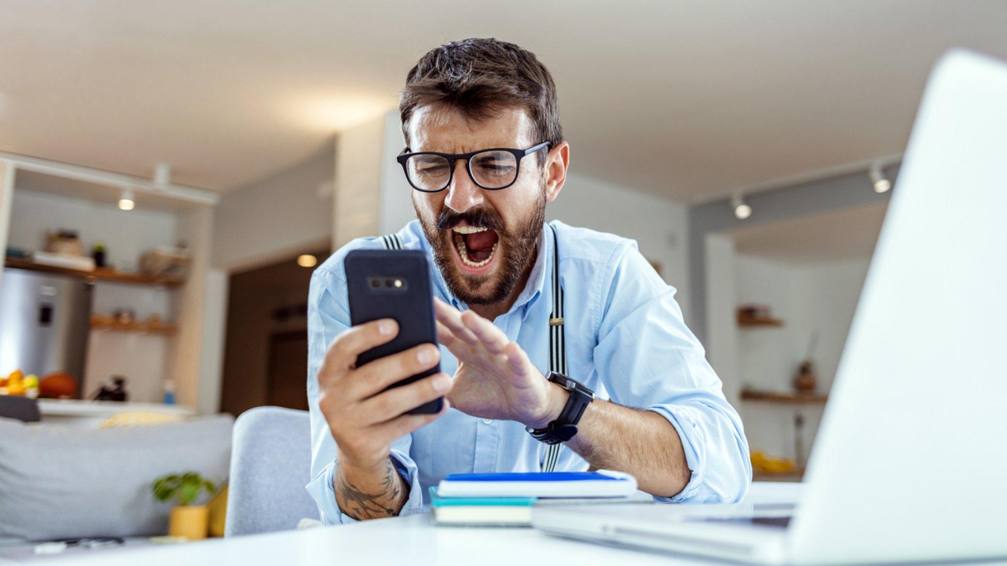 Oudertelefoon komt met schreeuwfunctie: hoe effectief is een potje blèren? - EditieNL