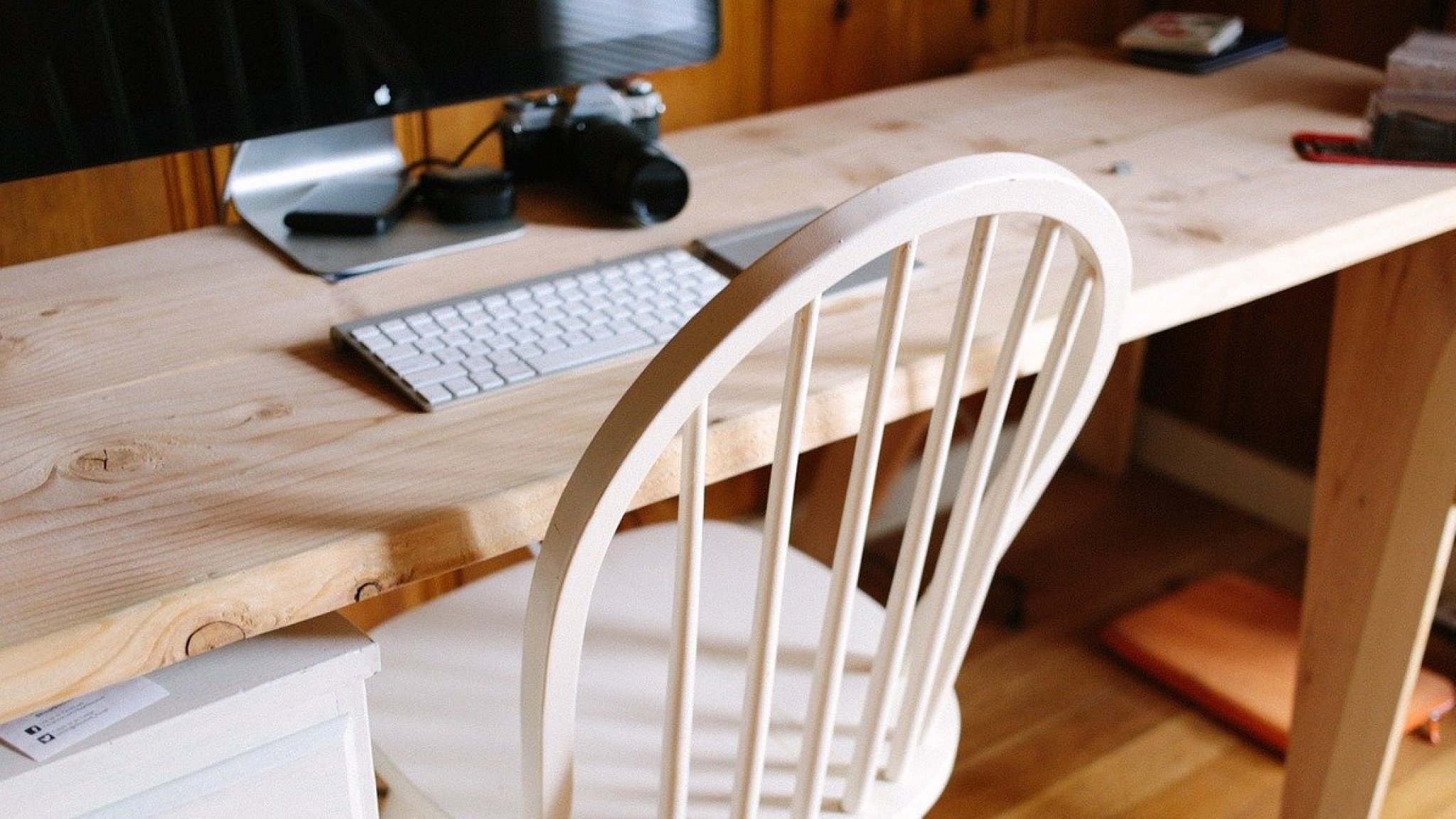 'Bijna helft thuiswerkers kocht iets voor thuiskantoor' - RTL Nieuws