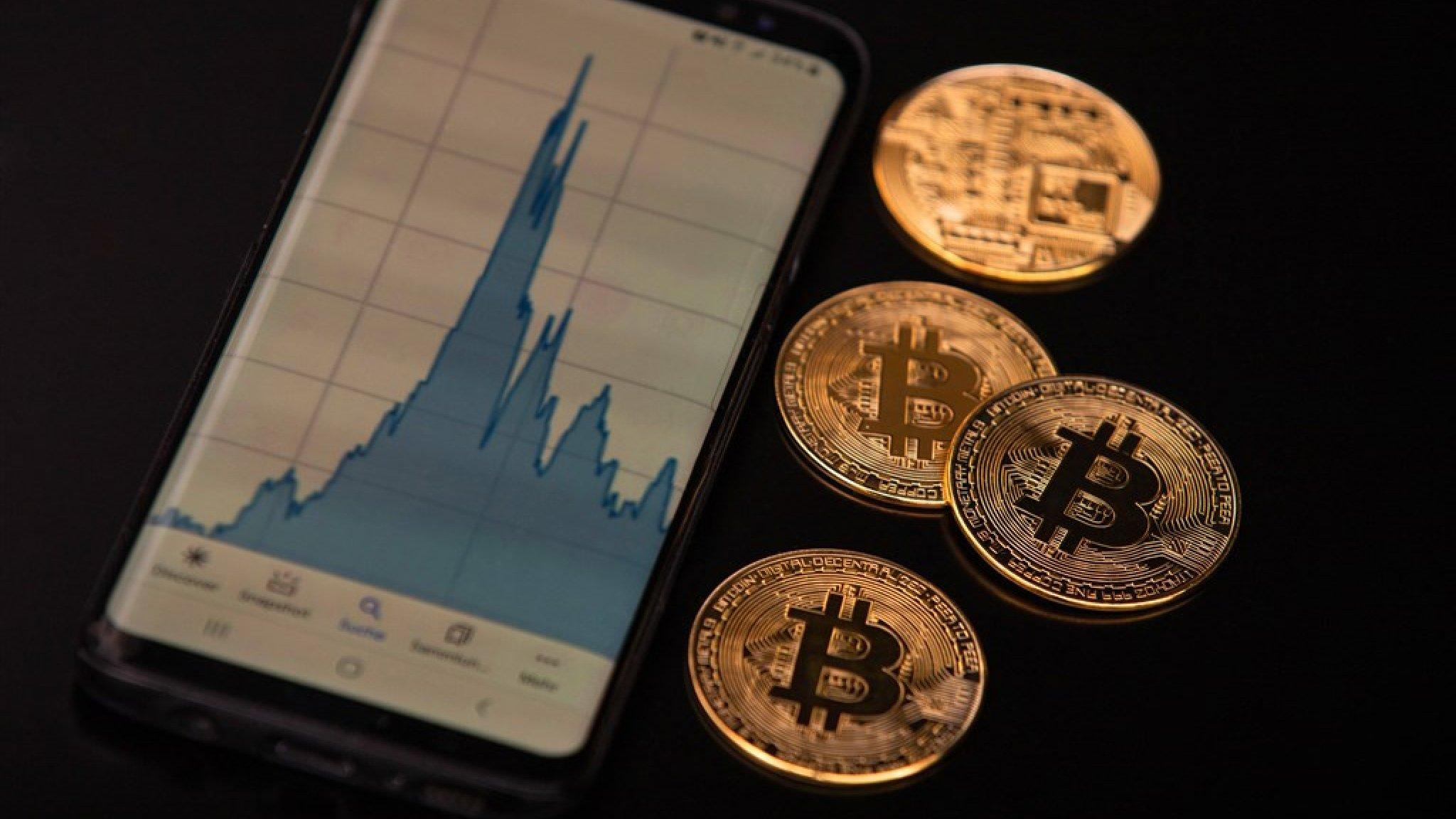 Ben ik nu te laat? Bitcoin koerst af op 50.000 dollar - RTL Nieuws