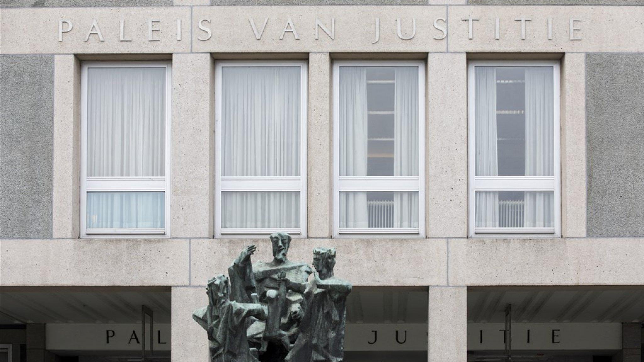 Vrouw wilde brand stichten bij avondklokrellen: 4 maanden cel - RTL Nieuws