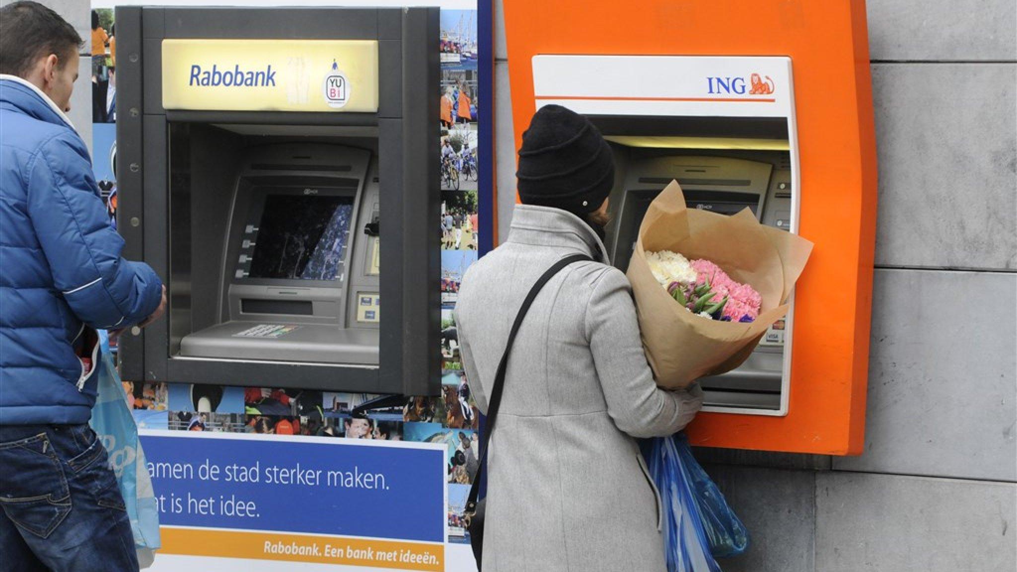 Banken in de penarie: ontslagrondes, volle stroppenpotten en verlies - RTL Nieuws