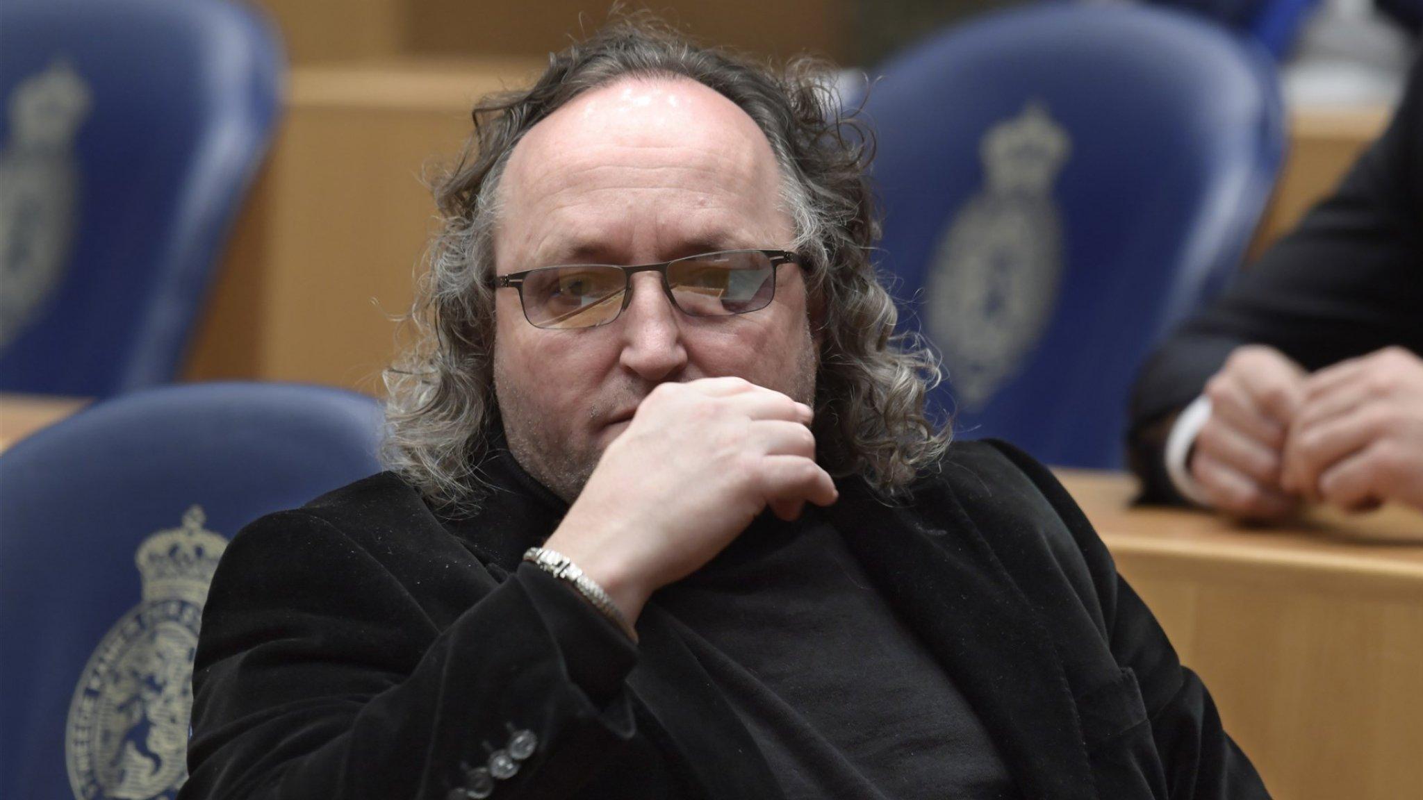 'PVV'er Graus dwong ex-vrouw tot seks met beveiligers' - RTL Nieuws
