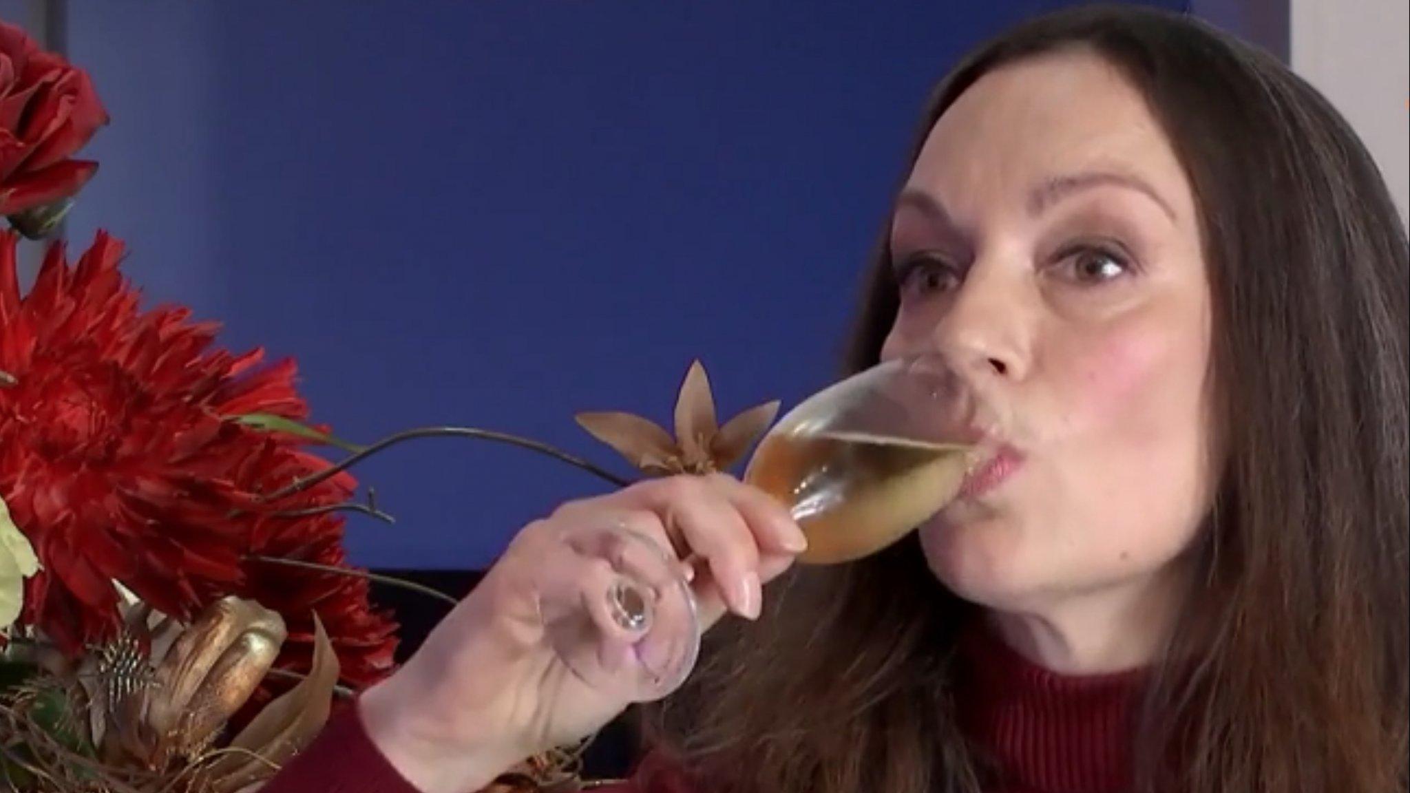 Kijkers hebben te doen met Miryanna van Reeden in First Dates - RTL Nieuws