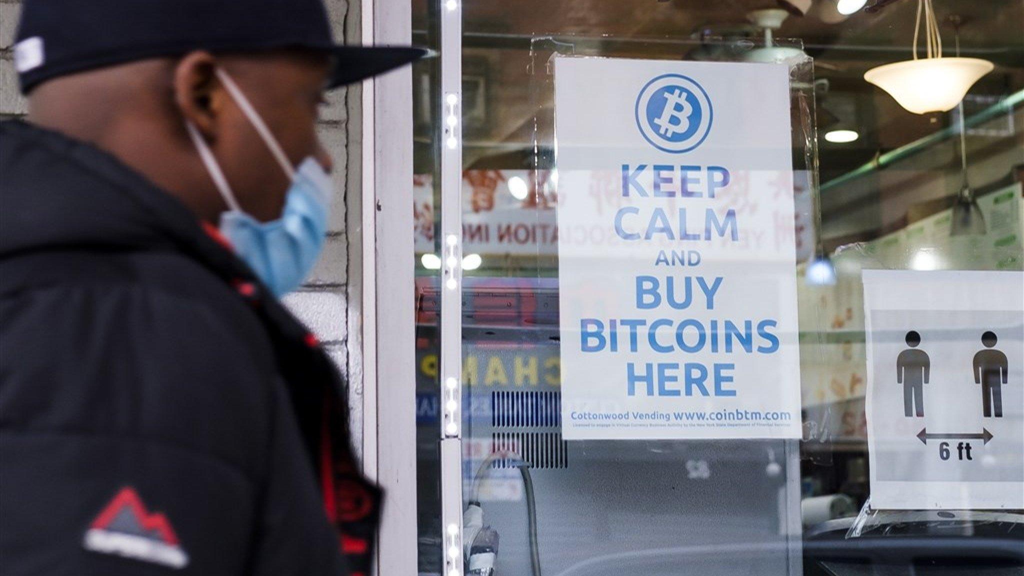 Record: bitcoin breekt door grens van 50.000 dollar - RTL Nieuws
