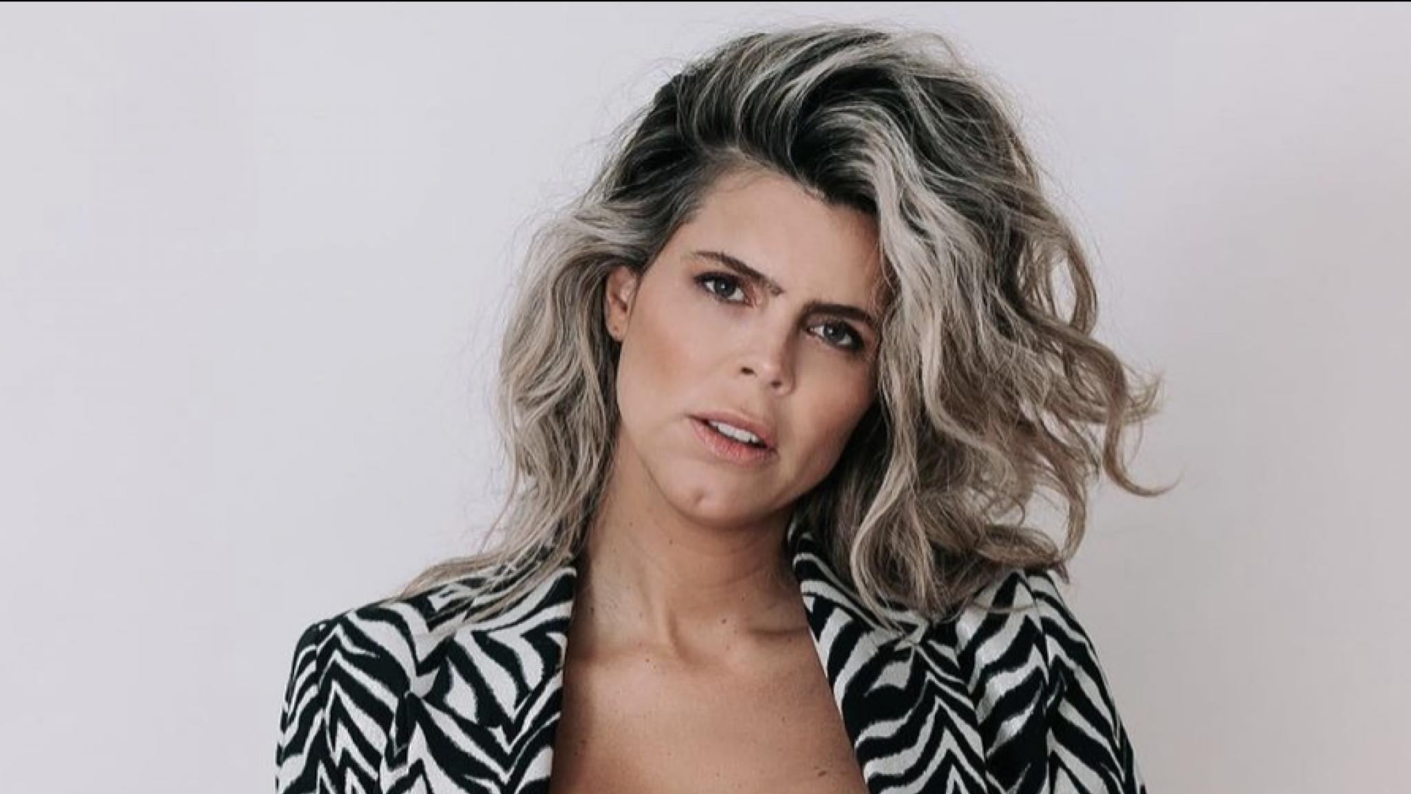 Kim Kötter haalt alles uit de kast om bevalling op te wekken - RTL Nieuws