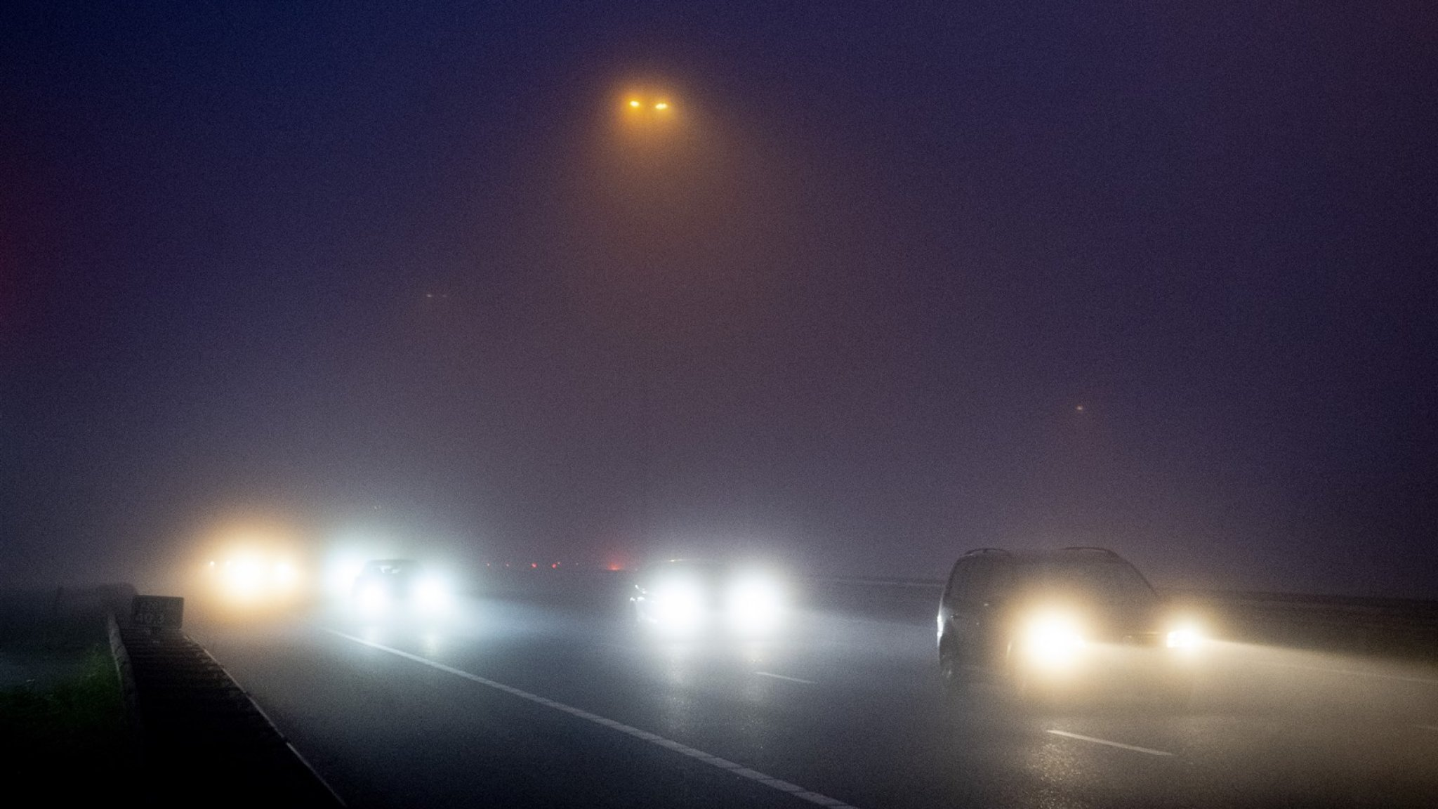 KNMI: code geel in bijna het hele land om dichte mist - RTL Nieuws