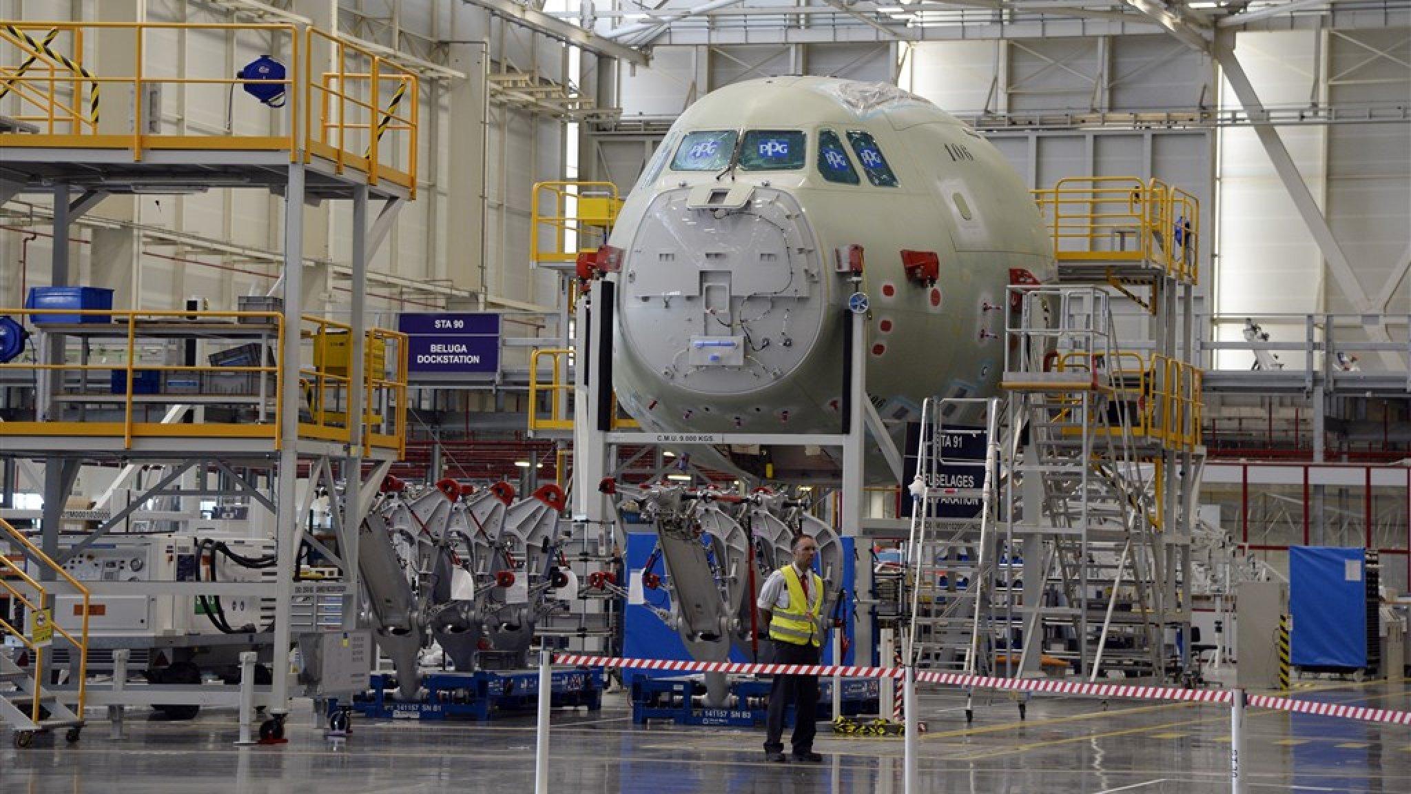 Vliegtuigruzie tussen EU en VS voorlopig beslecht: importheffingen opgeschort - RTL Nieuws