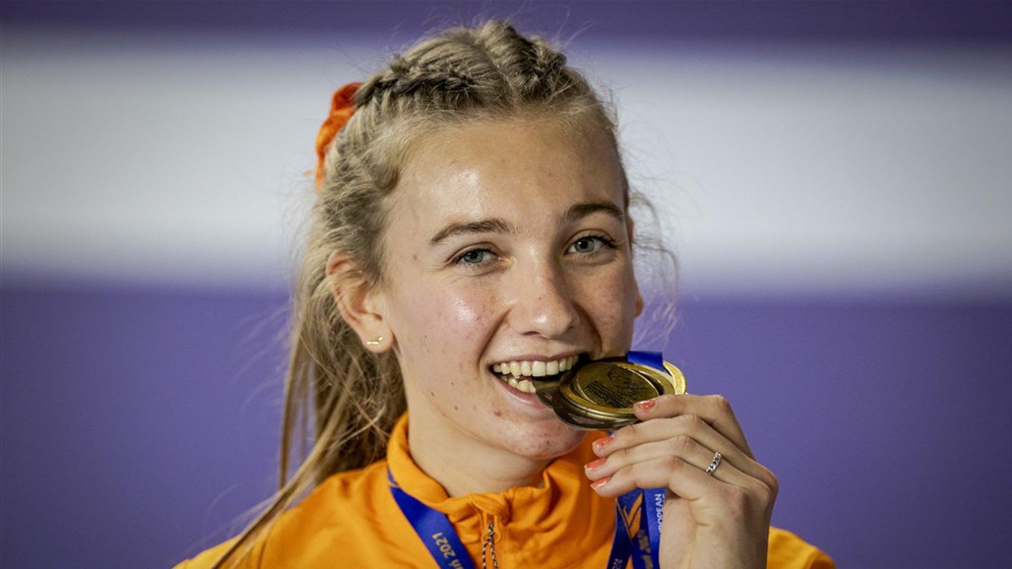 Atlete Bol pakt in Nederlands record goud op 400 meter bij EK indoor - RTL Nieuws