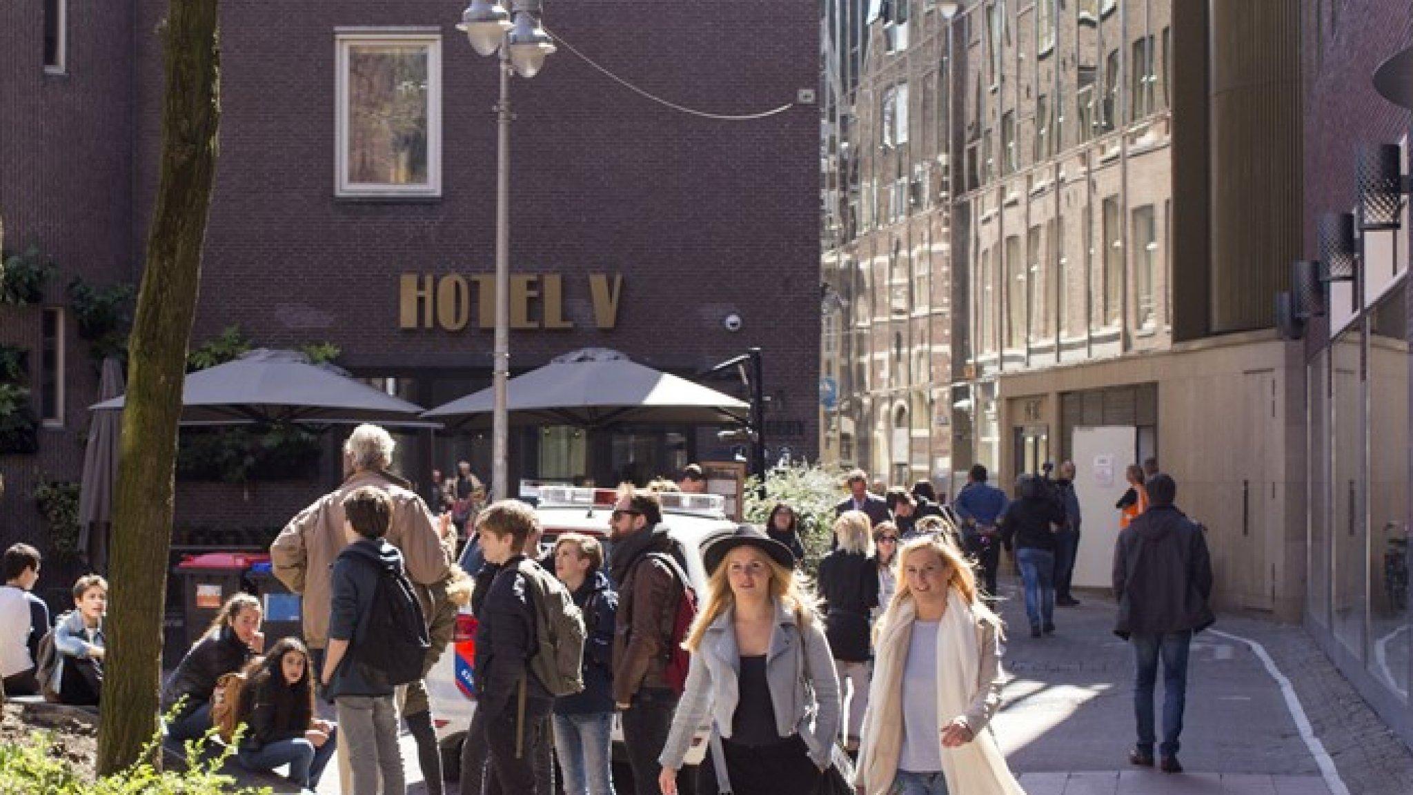 Amsterdams hotel krijgt van rechter flinke korting op de huur - RTL Nieuws