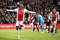 Ajax is ook met een gehavende ploeg Vitesse de baas