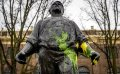 ADO-fans houden huis in Amsterdam, Dokwerker beklad