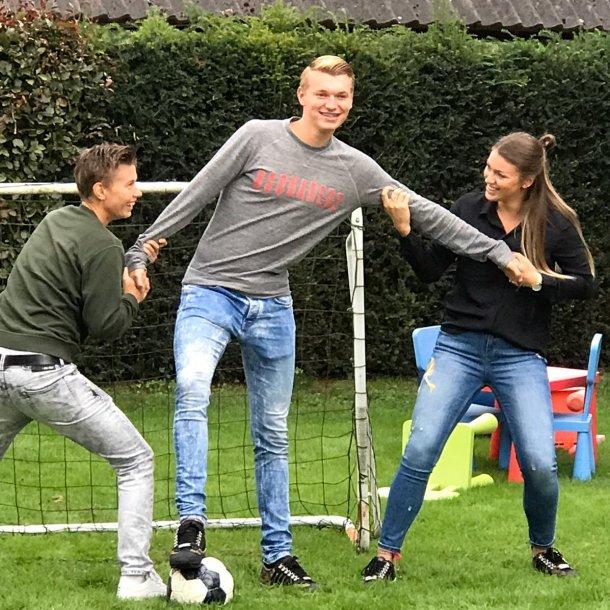 Demi, Perr en Fleau in de achtertuin in Nieuwstadt.
