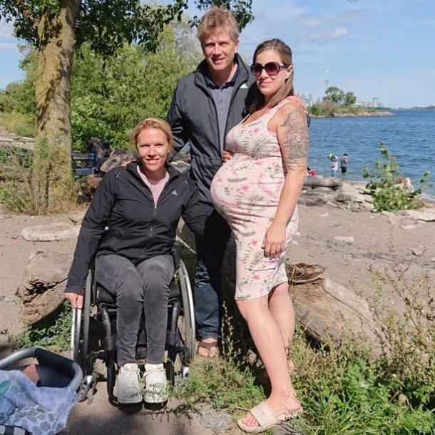 Esther, Marijn en Jerica, die hier 39 weken zwanger is.