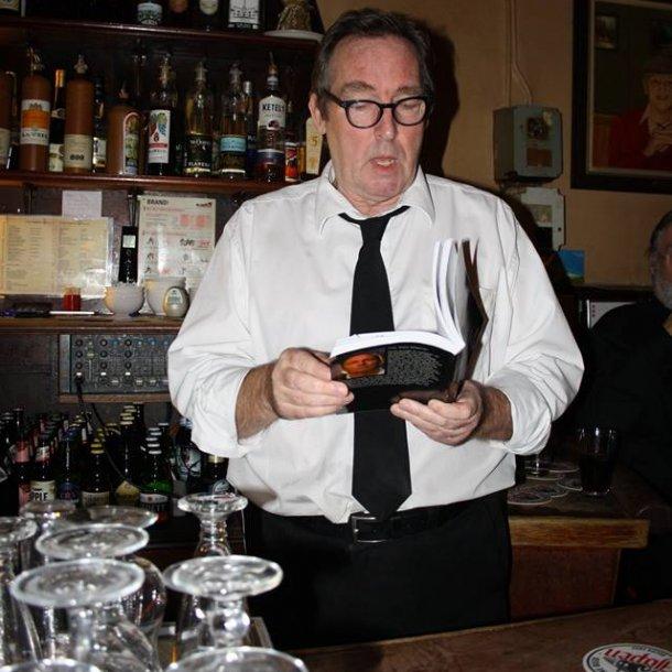 Ronald, tijdens een voordracht in café Eijlders