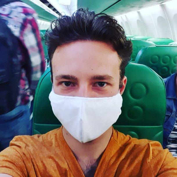 Gerben moest verplicht een mondkapje dragen tijdens de vlucht