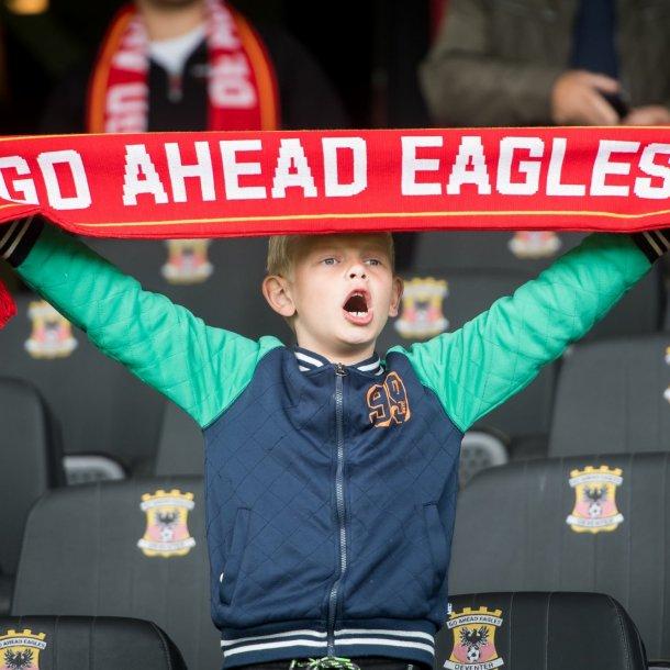 Een jonge fan van Go Ahead Eagles.