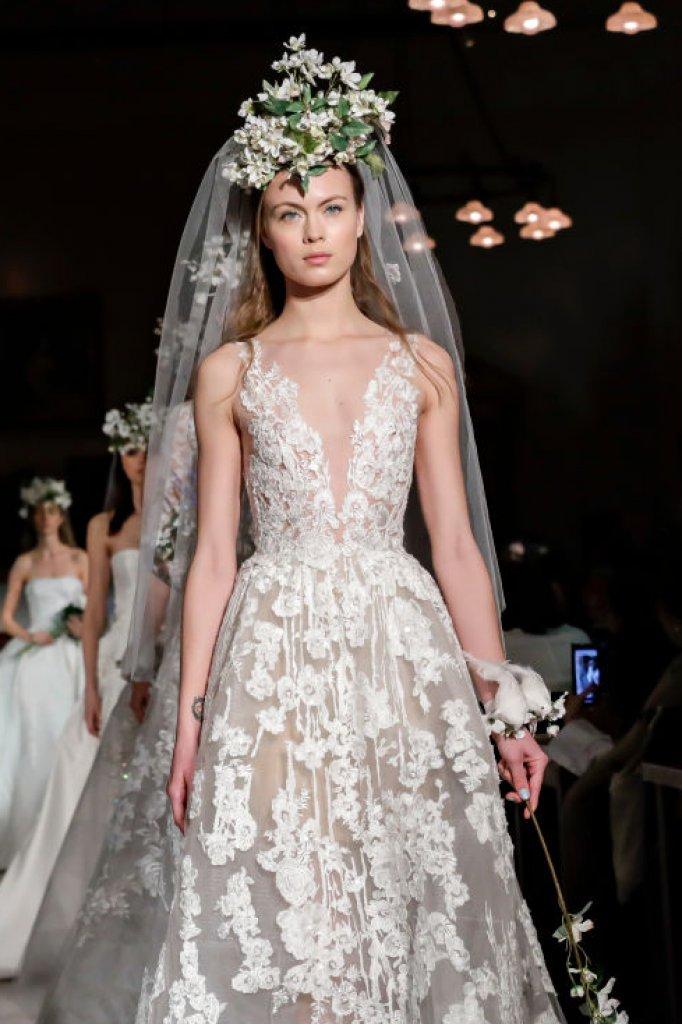 Als je dan toch een keer wil spatten, is je trouwdag een mooi moment voor couture. Deze jurk is van Reem Acra.
