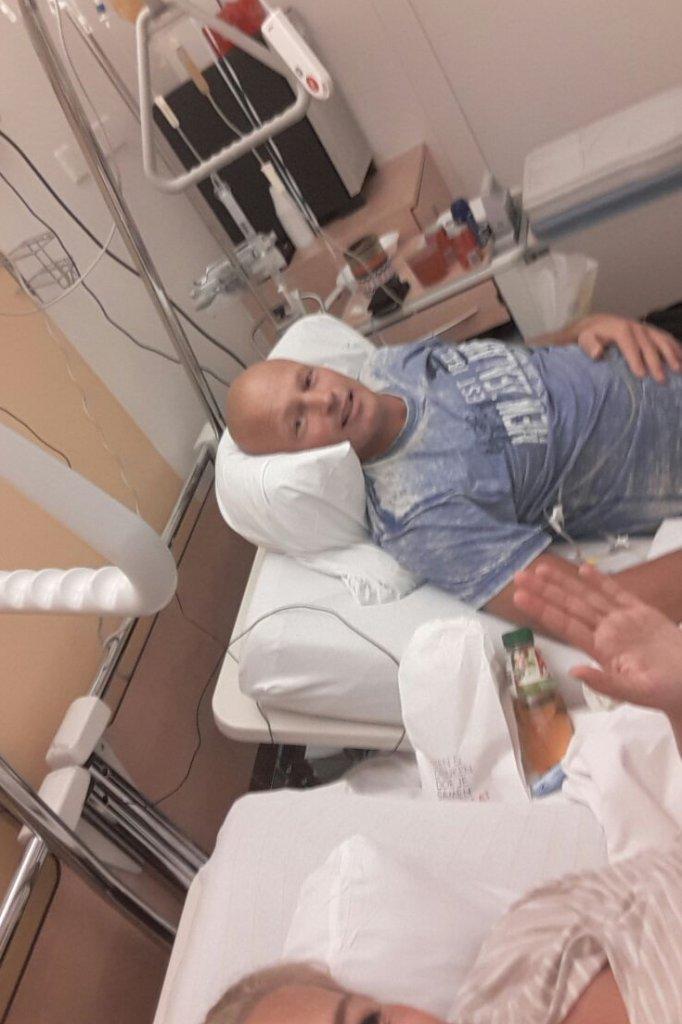 Selfie van Stef en Babs, slapen in het ziekenhuis.