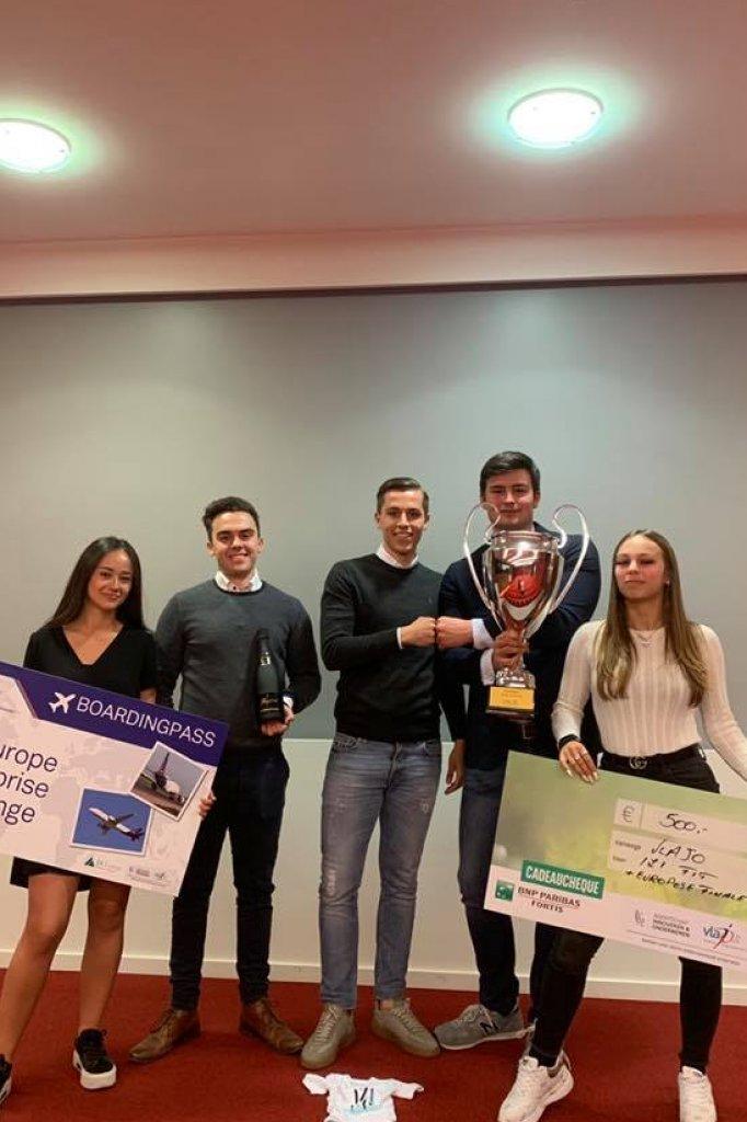 De vijf studenten sleepten deze week een prijs in de wacht